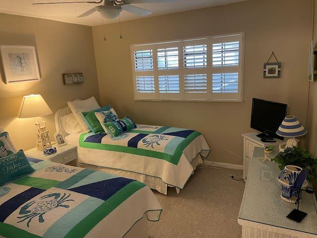 Second Bedroom, Long                  Twin beds