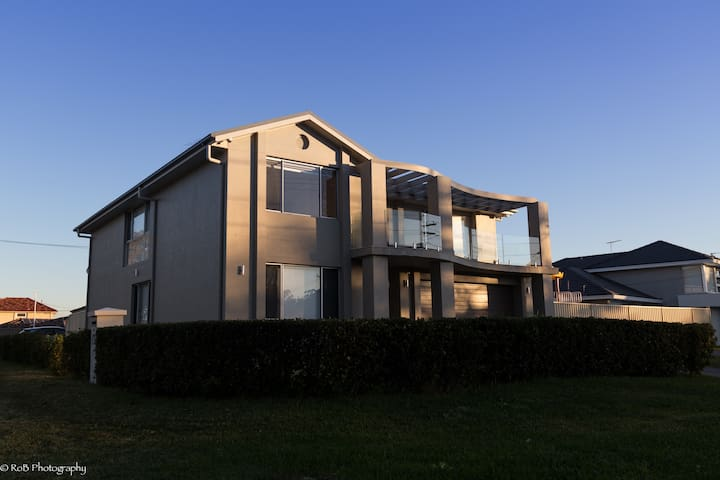 Sunny, private room in Sydney South - Sylvania Waters - บ้าน