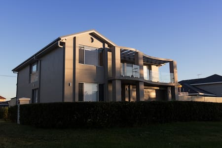 Large Family home in waterfront suburb - Sylvania Waters