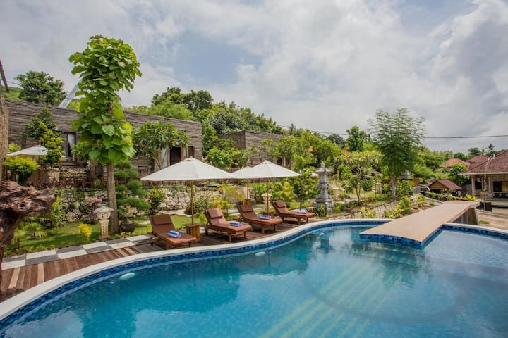 Best Wooden-Villa & Tropical Pool in Nusa Penida!