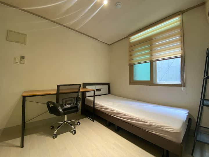#55 Private room with shared bathroom in Sinchon