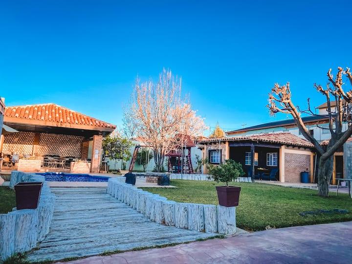 Cabaña, en el centro de Tecate.