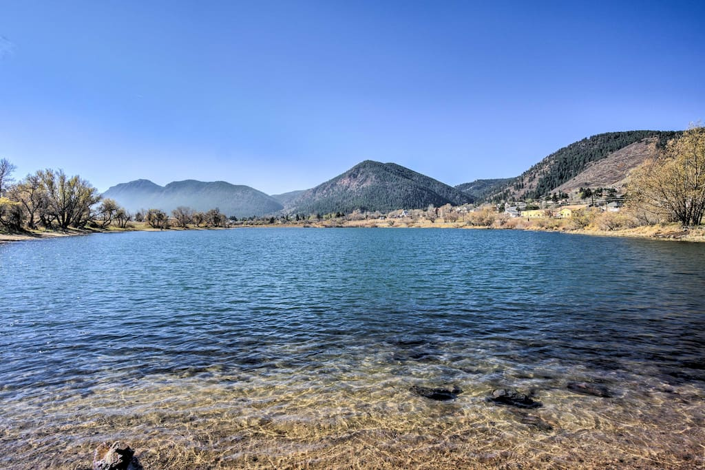 Relish sweeping views of the Rocky Mountains from Palmer Lake a mile away.