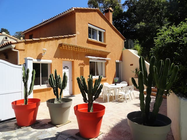 A nice and affordable villa (Gulf of St-Tropez) - Rayol-Canadel-sur-Mer - 獨棟