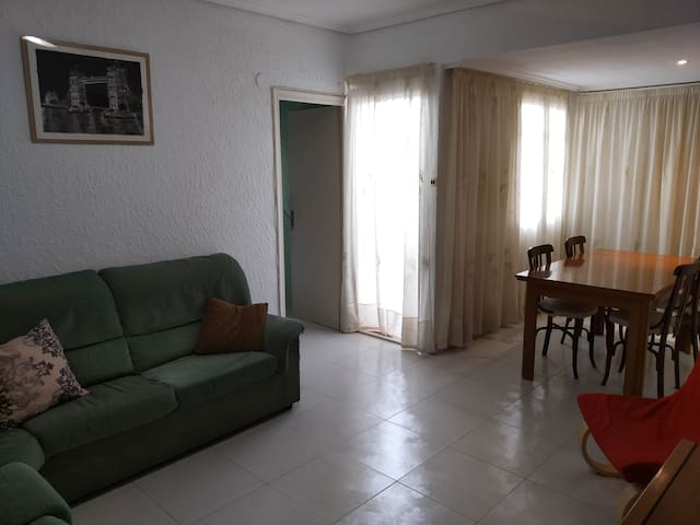 Full affordable appartment for up to 5 guests.