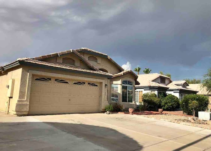 Private room & share bath in Gilbert