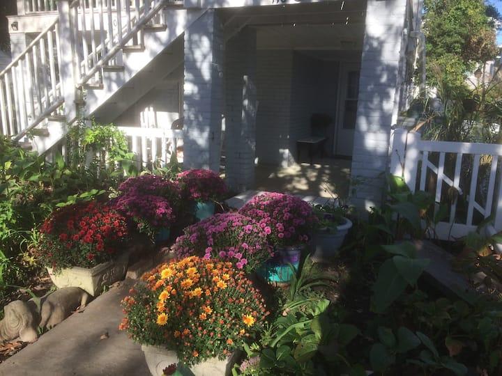 Lala's Garden Apartment