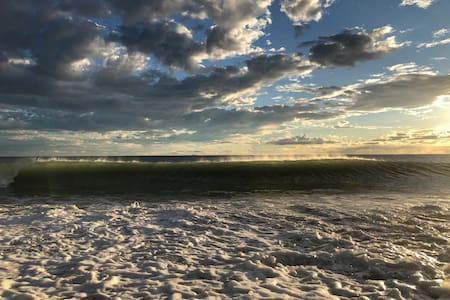 Спокойный отдых на берегу моря!