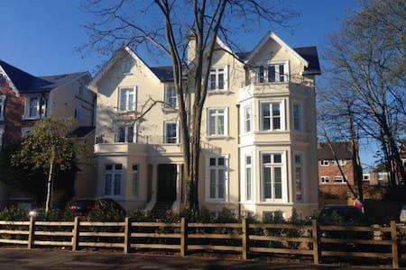 Beautiful 1 bedroom flat - Surbiton - Surbiton - Huoneisto