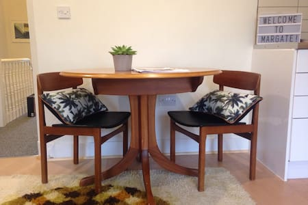 Superbly located contemporary space - Margate - Lejlighed