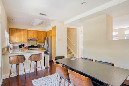 Nice 3BR Condo in Fremont, Parking + Pet-Friendly