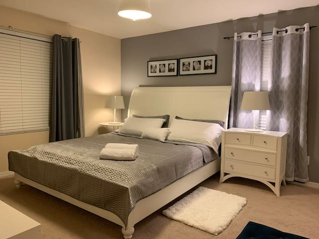 Private Room in Orlando/Kissimmee (King)