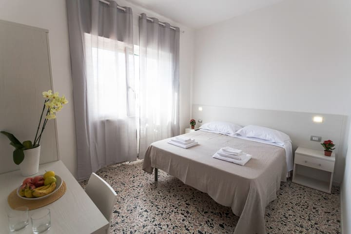 CONFORTABLE ROOM, HISTORIC OLBIA CENTER