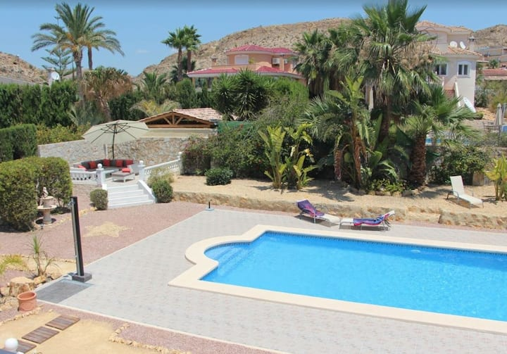 Beautiful chalet for 10 people -SWIMMING POOL-