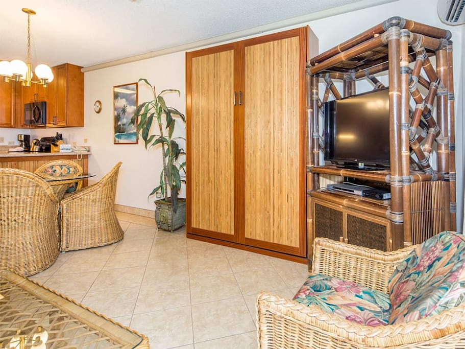 kamaole-1gv-7302-living-room-03.jpg