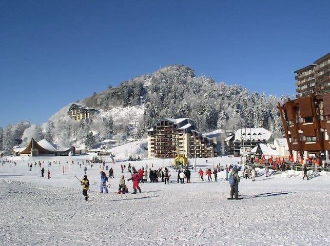 studio balcon centre station vue sur pistes de ski