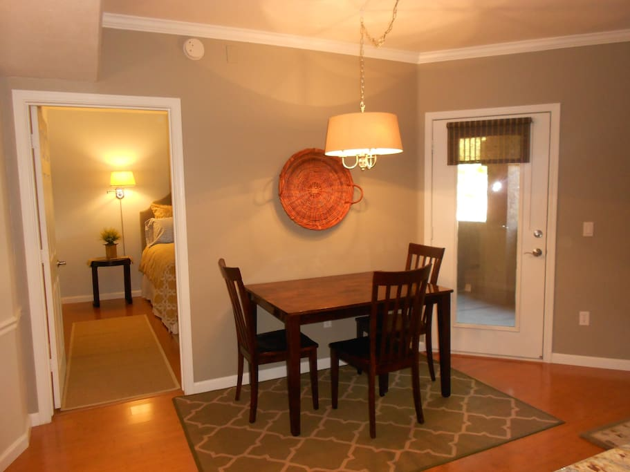 The 810 sq ft area includes Kitchen, Living Rm; Bath Rm; Bed Rm; Laundry Rm.
