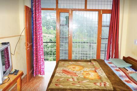 BnB with Himalayan HillView - Dharamshala - Дом