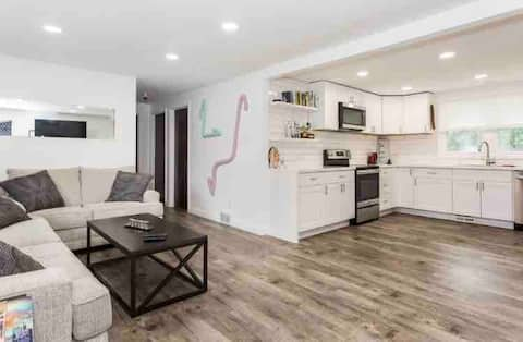 Clean getaway close to Fair and downtown!