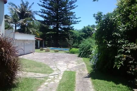 Room type: Private room Property type: House Accommodates: 6 Bedrooms: 1 Bathrooms: 2