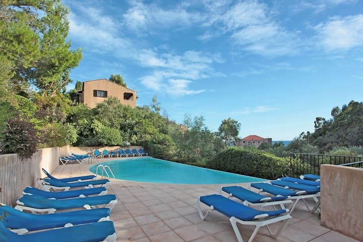 Lovely Holiday Home in Théoule-sur-Mer with Pool