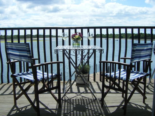 Beautiful bayside apartment with spectacular views - Dundrum - Leilighet