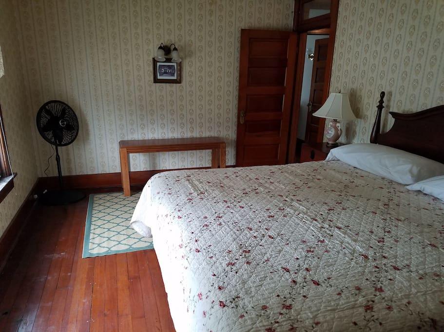 King bedroom, second floor.