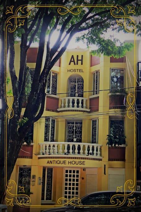 Antique House Hostal : bienvenido en tu hogar