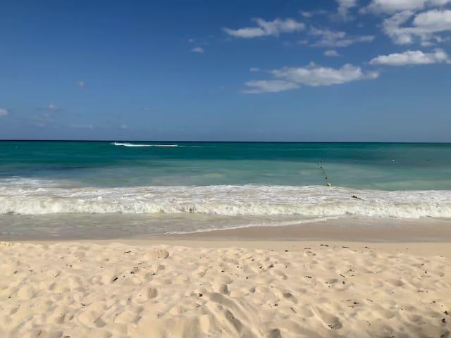 Quelques pas de la plage, magnifique condo!