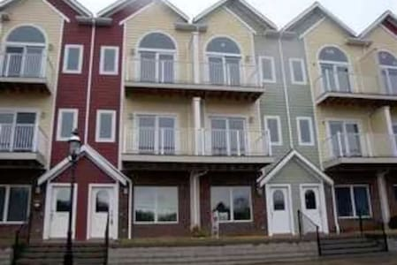 Private Room in 4 Story Townhouse - Star City - Townhouse
