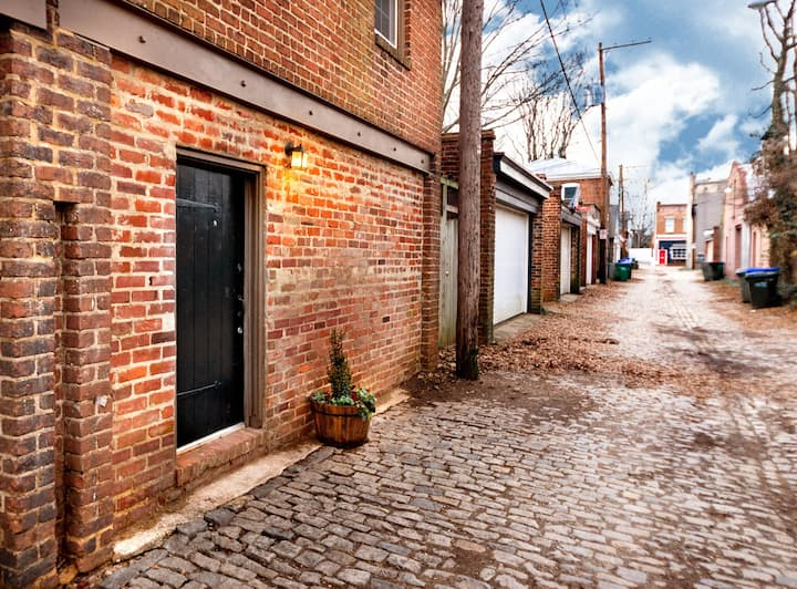 Charming Carriage House in Richmond's Fan District