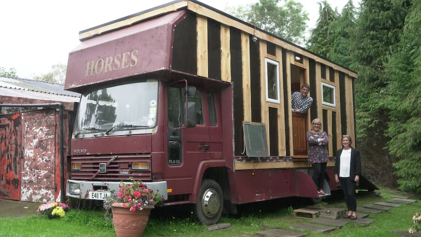 HETTY The Horse Box hosted by Leanna