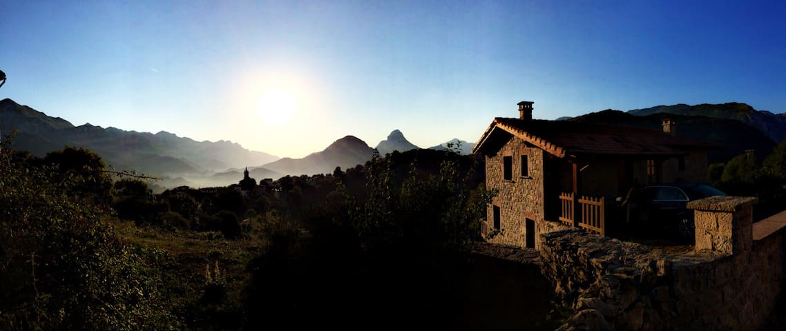 Acogedora y con ESPECTACULARES vistas panorámicas - Alles - Ev