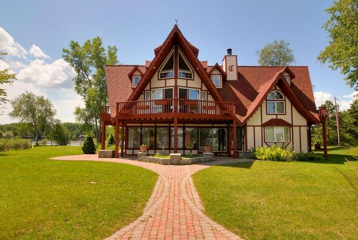 Beautiful Lake House on Peninsula