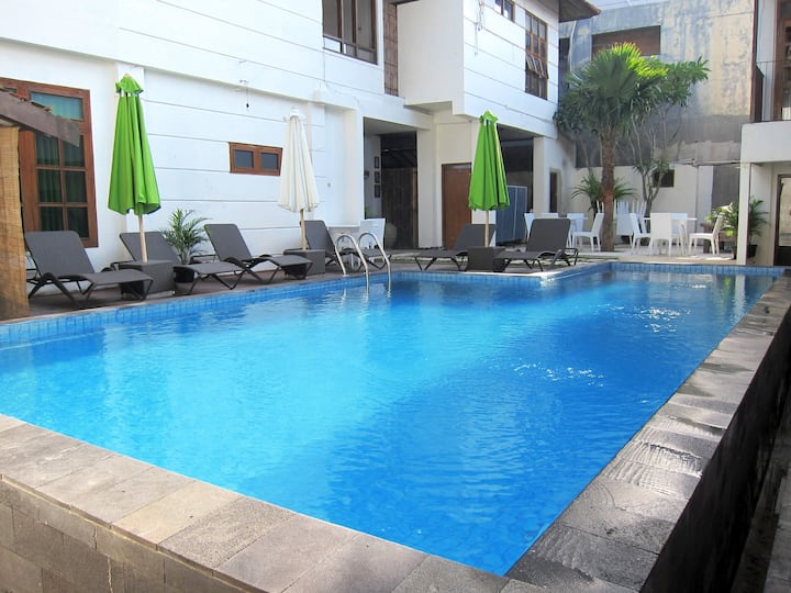 Casa Borneo 2rooms and pool in town Jl Gejayan.