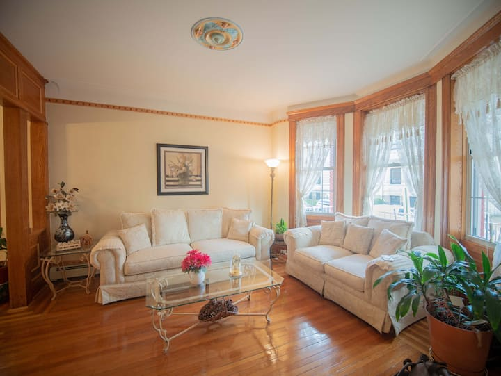 Beautiful Priv Home w/ Yard & Parking Mins to NYC