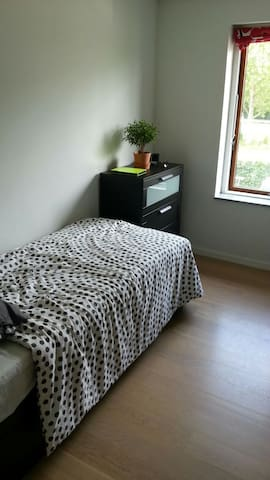 Big,bright 2 room appartment with a huge balcony - Brøndby - Apartamento