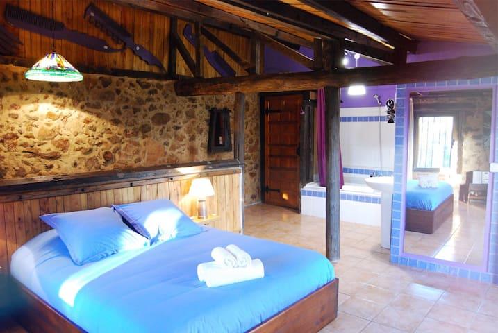 Casillón 2, Escapada Romántica: Valle del Ambroz - Segura de Toro - House
