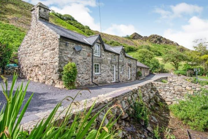 A Luxurious Snowdonia Retreat