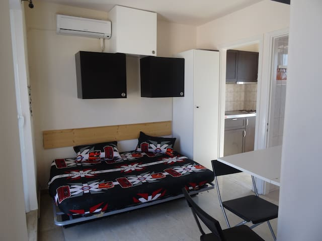 Μodern Studio next to center,port & train - Patra