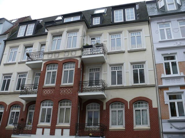 Centrally located 3 bedroom flat with balcony