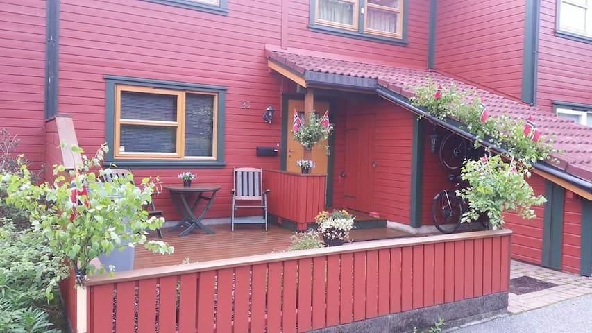 Lovely 4 bedr. house close to Bergen city center - Bergen - Sorház