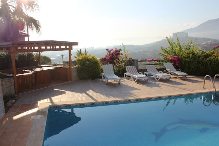 Alanya Sea view Villa near Mahmutlar