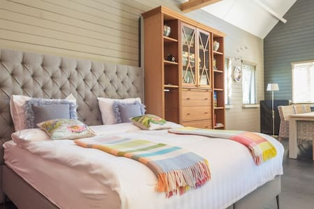 Luxe Bed & Breakfast Chambre D'Alpe - Numansdorp - Bed & Breakfast