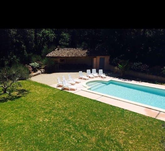 Villa avec piscine à 10min d'Aix en Provence