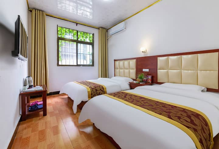 Huashan Warm Twin-bed Room