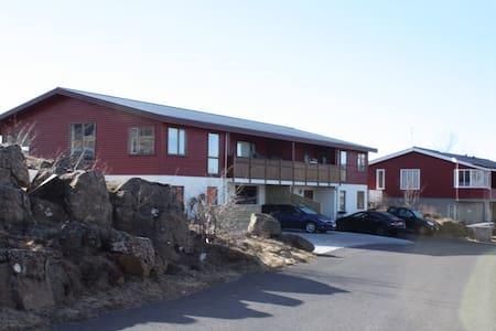 Perfect house in suburb of RVK. - Mosfellsbær