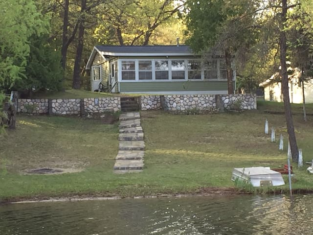 The Little Green Cabin. Waterfront! Pets welcome!