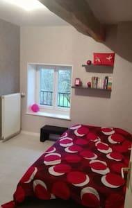 Chambre au calme et accueillante - Marboz