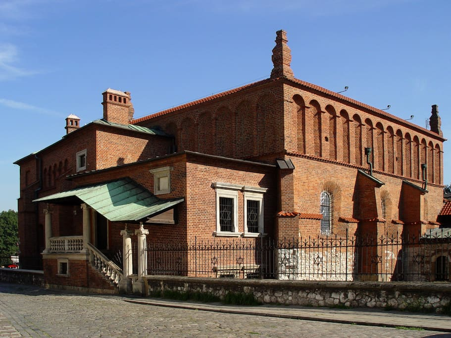 Neibourhood - the oldest synagoge in poland - just next building